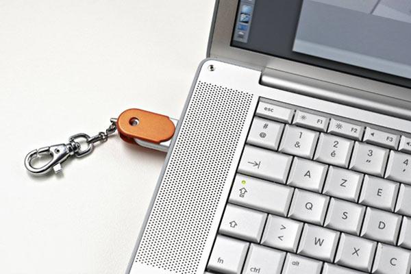 Connecter une clé USB au PC portable