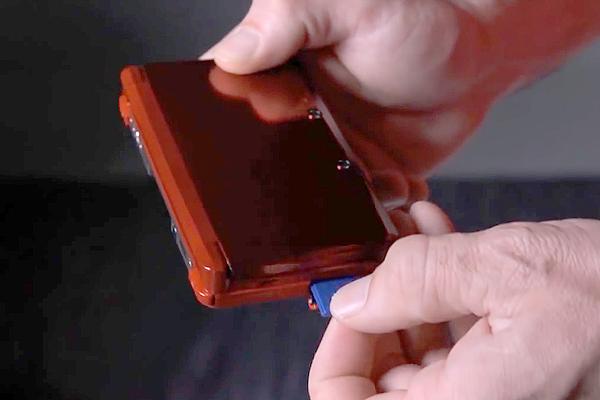 insérer la carte SD sur la nouvelle Nintendo 3DS